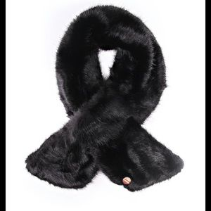 NWT Ted Baker Faux Fur Athennaa  scarf